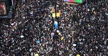 Binlerce insan yeniden sokaklarda