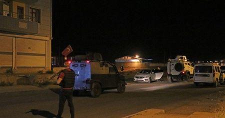 Diyarbakır'da zırhlı polis aracına el bombalı saldırı