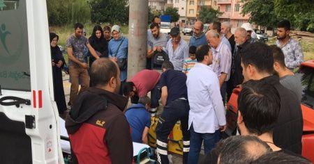 Hastaneden çıkan yaşlı adama otomobil çarptı