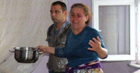 Lağım suları eve doldu, anne gözyaşlarını tutamadı