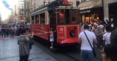 Nostaljik tramvayın elektrik halatı koptu, seferler durdu