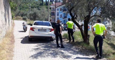 Polisten kaçan şüpheliler otomobili bırakıp kayıplara karıştı