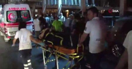 Sefaköy'de trafik kazası: Çok sayıda yaralı var