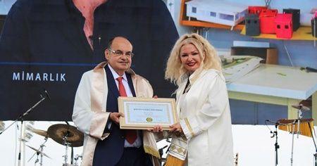 Türkiye'de bir ilk: Rektörden rektöre diploma takdimi