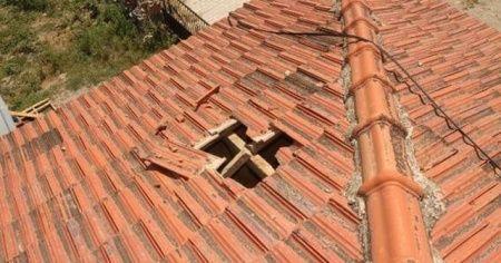 Uçaktan düştü, evin çatısını deldi