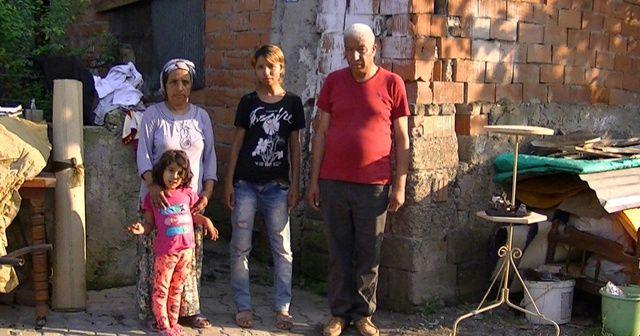 12 kişilik aile, harabeye dönen evde geceleri nöbet tutarak uyuyor