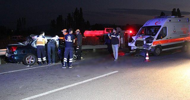 Ambulans ile iki otomobil çarpıştı