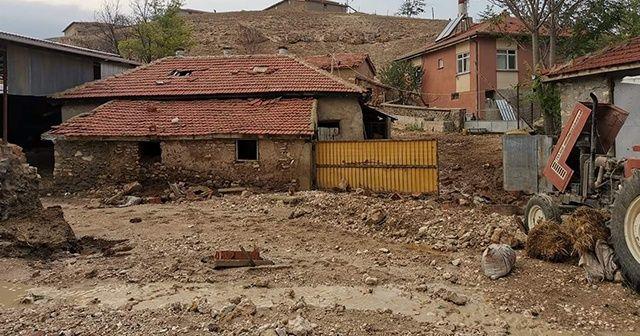 Ankara'yı sağanak vurdu