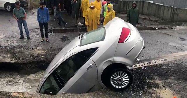 Bahçelievler'de yağış nedeniyle yol çöktü