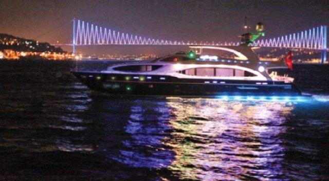 Boğaz'daki gemilere ışık gösterisi yasağı