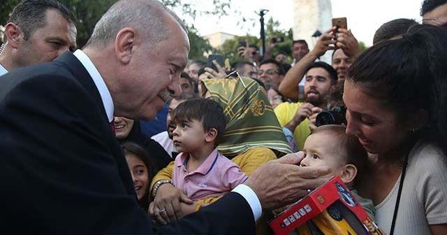 Cumhurbaşkanı Erdoğan Sultanahmet'te vatandaşlarla buluştu