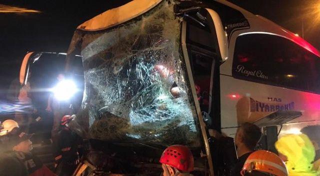 Düzce'de yolcu otobüsü kamyona çarptı, 37 kişi yaralandı