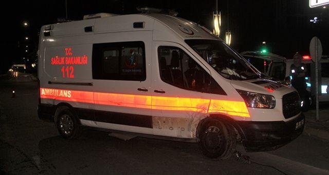 Elazığ'da otomobil ambulansla çarpıştı, yaralılar var