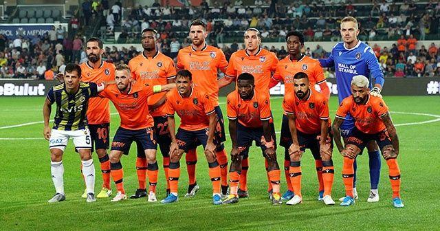 Emre Belözoğlu, Başakşehir takım fotoğrafında yer aldı