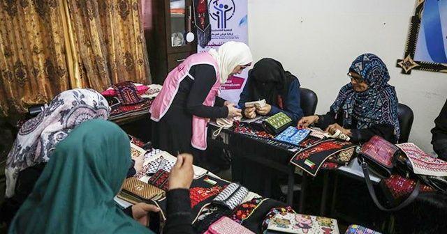 Gazzeli kadınlar nakış yaparak 'kanseri' unutmaya çalışıyor