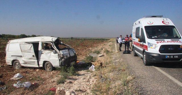 Göçmenleri taşıyan minibüs devrildi: 2 ölü, 20 yaralı