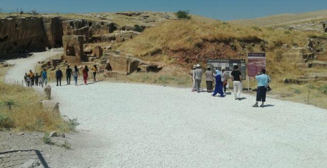 Güneydoğu'nun 'Efes'i turistlerin akınına uğruyor