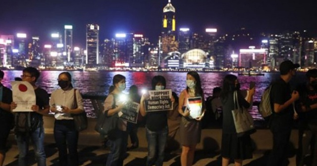 Hong Kong'daki protestocular 'insan zinciri' oluşturdu