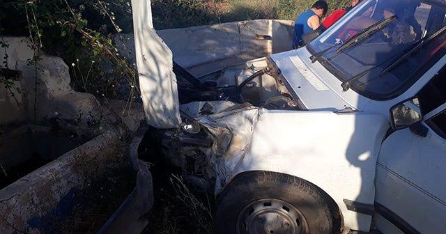 İki aracın çarpıştığı kazayı ucuz atlattılar