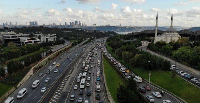 İstanbul'da tatil dönüşü trafik durma noktasına geldi
