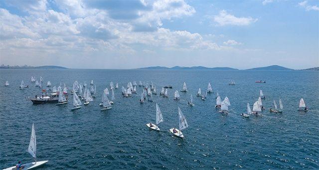 İstanbullular, yelken yarışlarıyla denize doydu