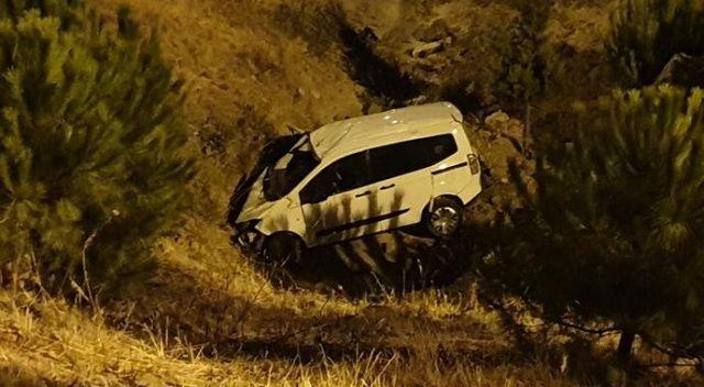 İzmir'de hafif ticari araç uçuruma yuvarlandı