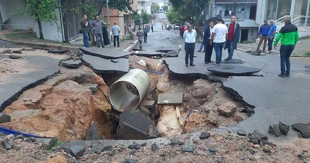Kocaeli'de yol çöktü, evleri su bastı