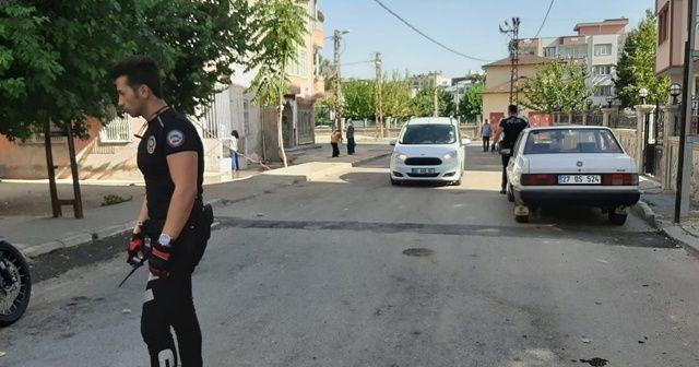 Komşu kavgasını polisler ayırdı