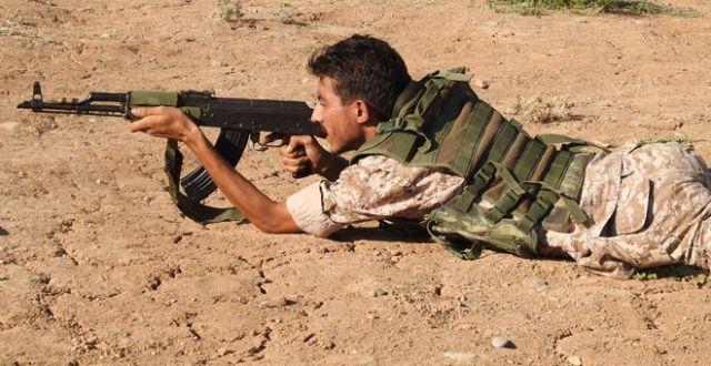ÖSO güçleri Münbiç sınırında teröristlere gözdağı veriyor