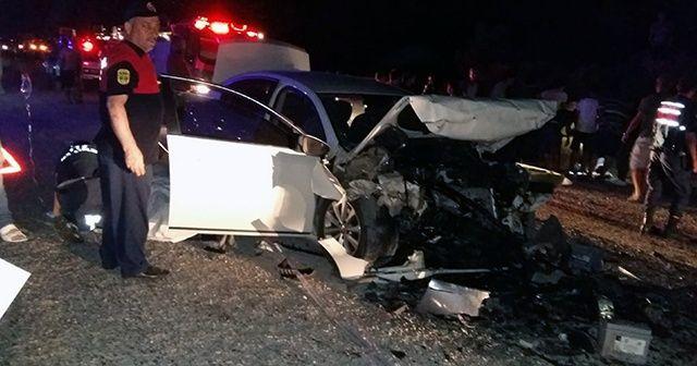 Seydikemer'de iki otomobil kafa kafaya çarpıştı: 9 yaralı