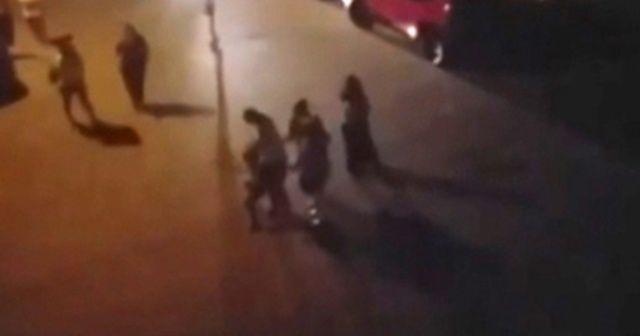 Sokak ortasında çocuğunu dövdü
