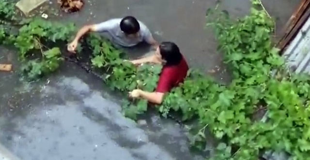 Su basan evden canını zor kurtaran kadın o anları anlattı