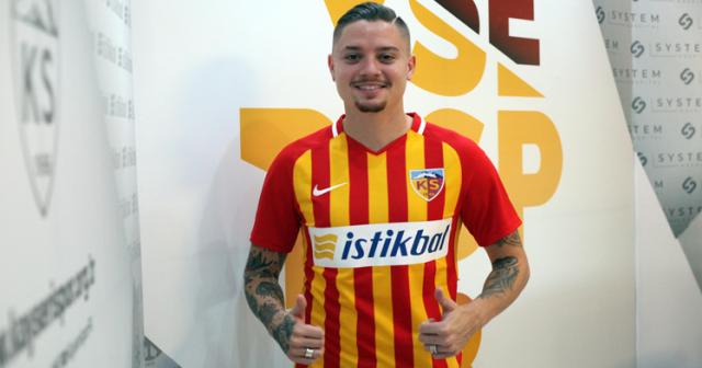 Süper Lig'de günün ilk imzası geldi