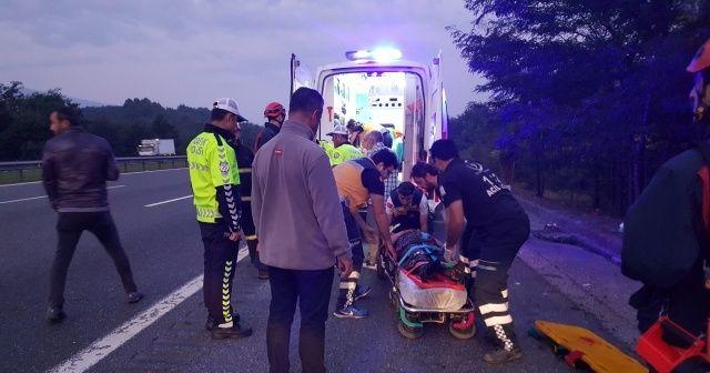 TEM'de feci kaza... Ticari araç devrildi: 6 yaralı