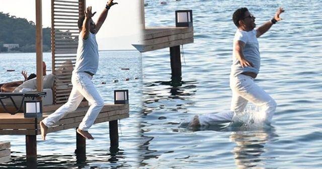 Ünlü şarkıcı Mansur Ark kıyafetleriyle denize atladı