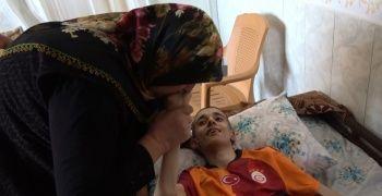 42 yıllık yaşamını 4 engelli çocuğuna adayan anne