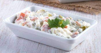 Amerikan salatası nasıl yapılır, Amerikan salatası tarifi ve yapımı