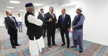 Bakan Çavuşoğlu, Norveç'te saldırıya uğrayan camiyi ziyaret etti