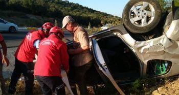 Balıkesir'de otomobil şarampole devrildi: 3 yaralı
