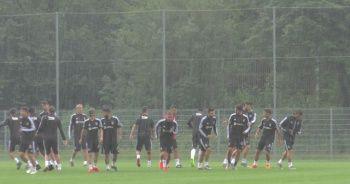 Beşiktaş yağmur altında çalıştı