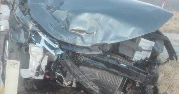 Burhaniye'de iki otomobil çarpıştı