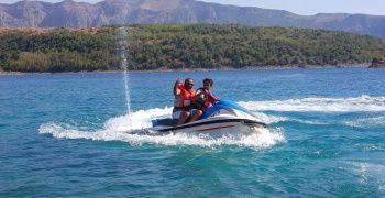 Dünyanın ikinci büyük krater gölünde jet ski keyfi