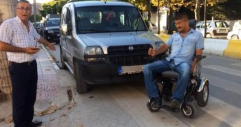 Engelli babasından sürücülere tepki