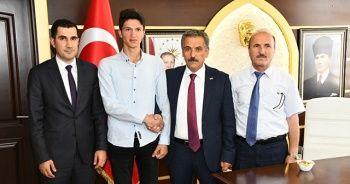 İnşaatlarda çalışarak YKS'de Türkiye 11.'si oldu