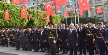 Karalar törene geç kaldı Büyükşehir'in çelengi sunulamadı