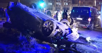 Kaza yapan araç takla attı