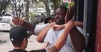 Siyahi Amerikalının boğazını sıkarak öldüren polis için karar çıktı