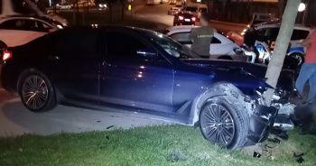 Ters yönden gelen araç kazaya neden oldu