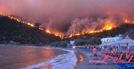 Ada alevlere teslim oldu! Oteller boşaltıldı