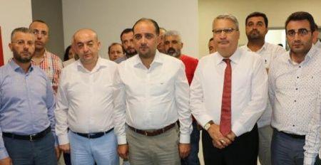 AK Parti'li vekiller kazada yaralandı